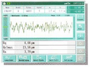 Chropowatościomierz_SJ-500_pomiar_chropowatosci_powierzchni_ekran_dotykowy