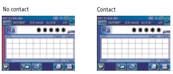 Pomiar_chropowatości_powierzchni_-_chropowatościomierz_SJ-310_-_wskazanie_kontaktu_z_powierzchnią_mierzoną